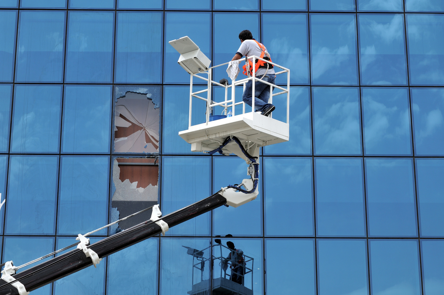 cleaning commercial window glass from outside of building