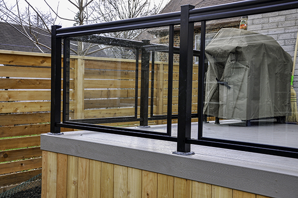 our Vancouver glass railing services include deck railing for your balcony
