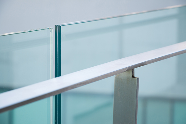 We can build seamless glass railings for house stairs or balconies